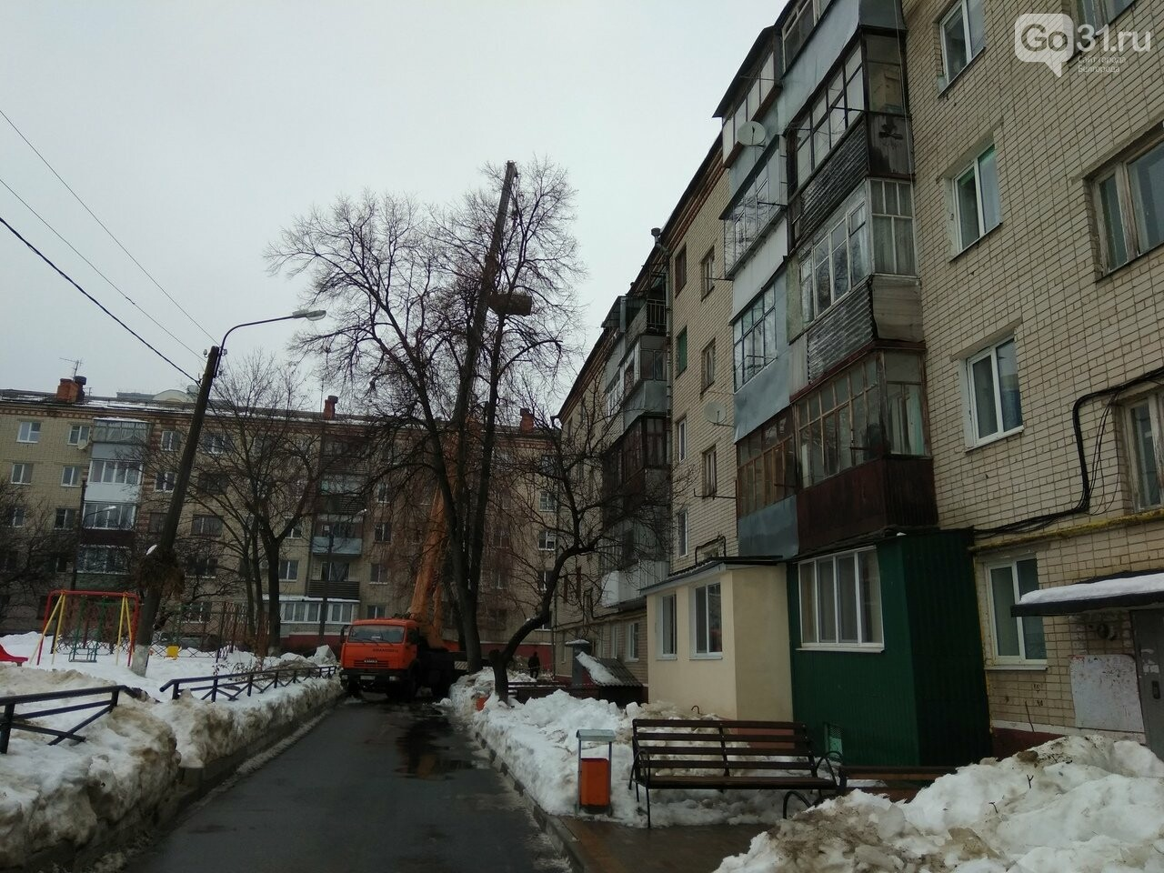 В доме на Чумичова обрушилась крыша из-за плохой работы управляющей компании по очистке снега, фото-2