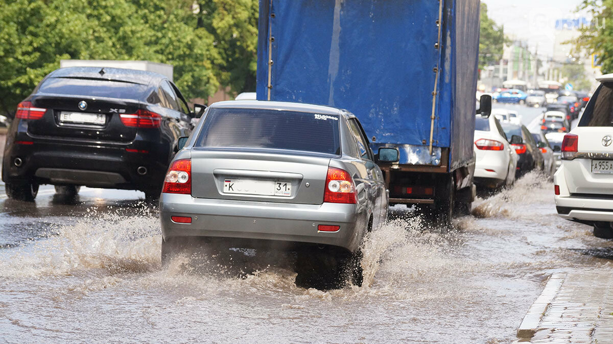 В Белгороде улицы после дождя превратились в Венецию, фото-3