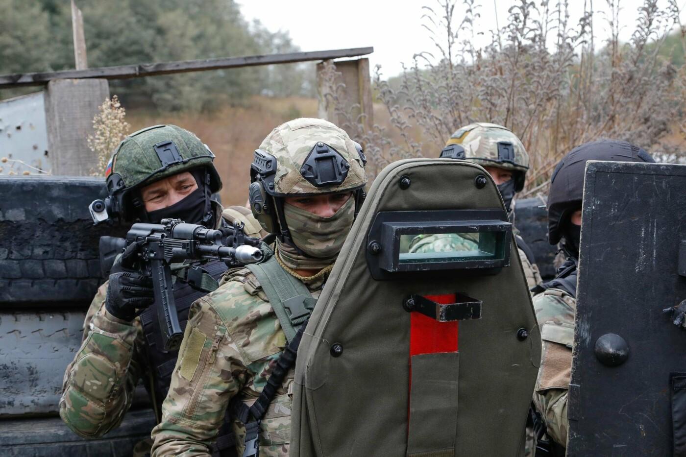 Под Белгородом прошли тактико-специальные учения ОМОНа, фото-21