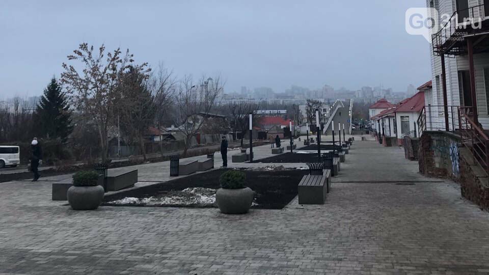 «Как по этим ступеням с коляской ходить?» Белгородцы оценили обновлённый сквер «Южный», фото-2