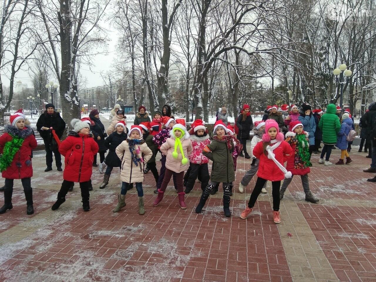 В Белгороде школьники устроили танцевальный флешмоб, фото-2