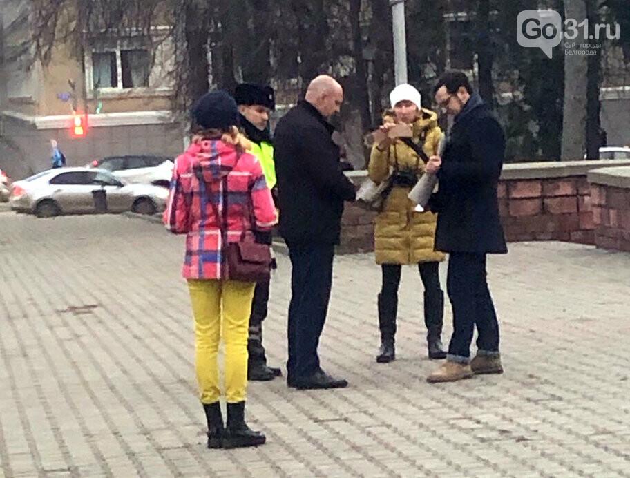 В центре Белгорода вышедшего с одиночным пикетом депутата забрали в полицию, фото-6