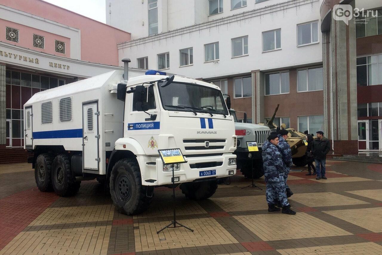 В Белгороде росгвардейцы организовали выставку техники и вооружения, фото-3