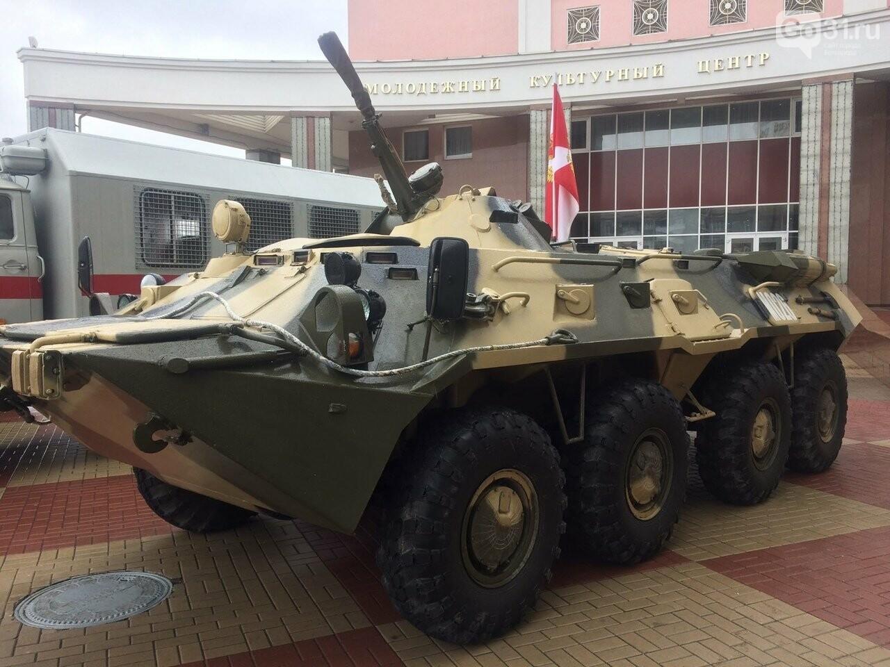 В Белгороде росгвардейцы организовали выставку техники и вооружения, фото-2