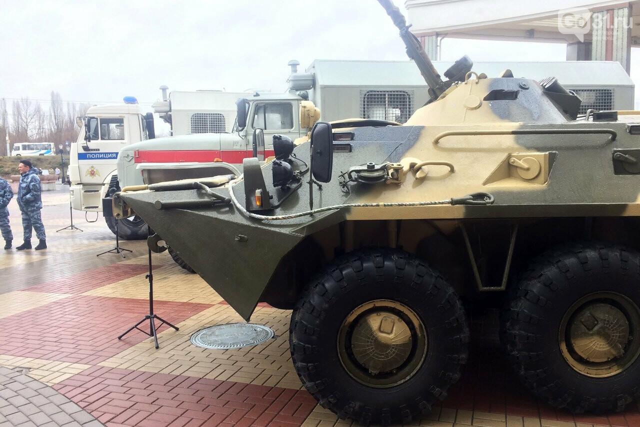 В Белгороде росгвардейцы организовали выставку техники и вооружения, фото-4