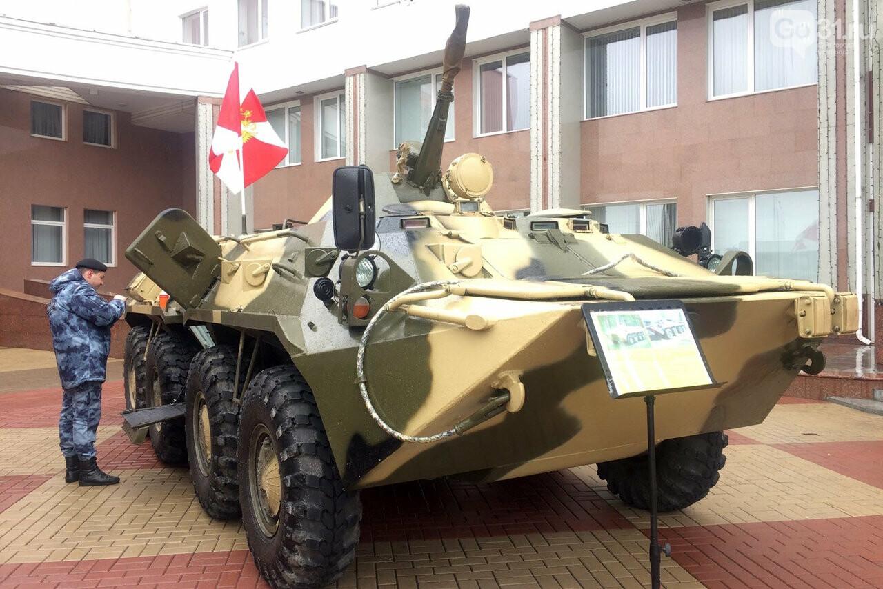 В Белгороде росгвардейцы организовали выставку техники и вооружения, фото-6