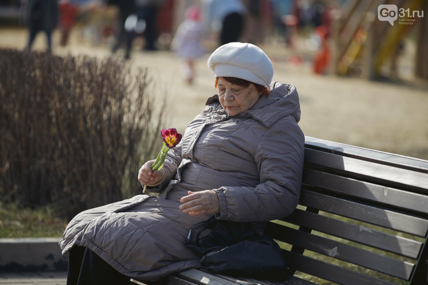 Дарить эмоции. Как белгородцы радовали дам цветами к 8 Марта, фото-18
