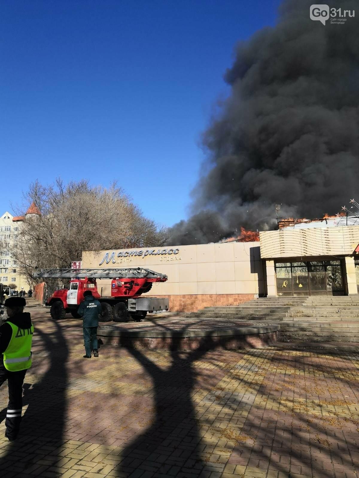 В Белгороде на Богданке горит здание бывшего ночного клуба, фото-2