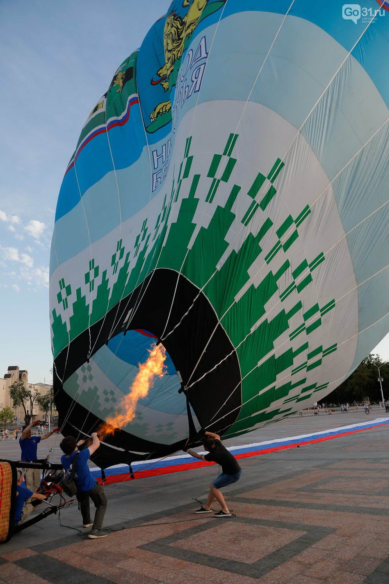 Над Белгородом пролетел аэростат с гигантским триколором, фото-16, Фото: Антон Вергун
