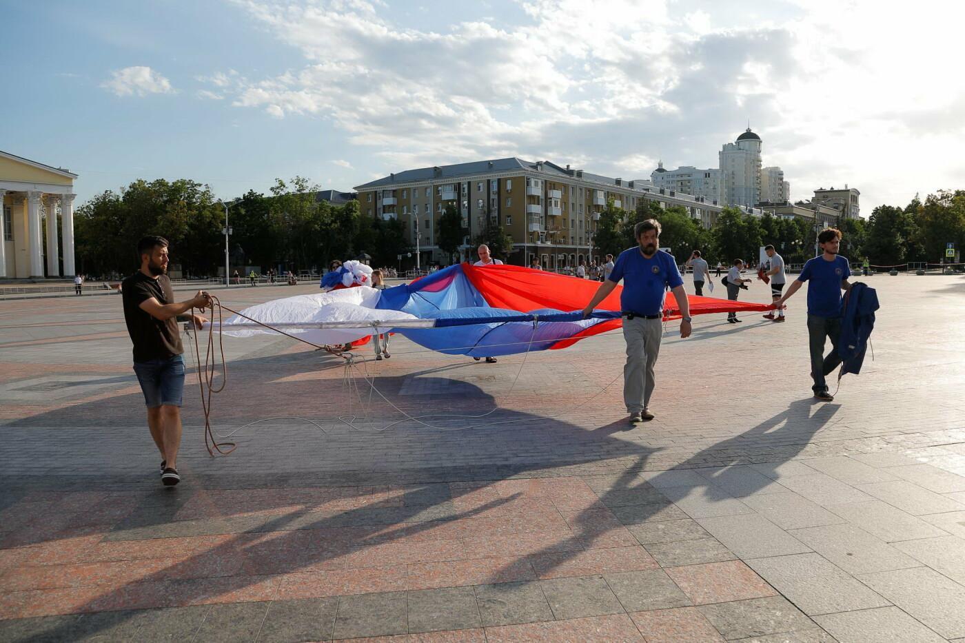 Над Белгородом пролетел аэростат с гигантским триколором, фото-7, Фото: Антон Вергун