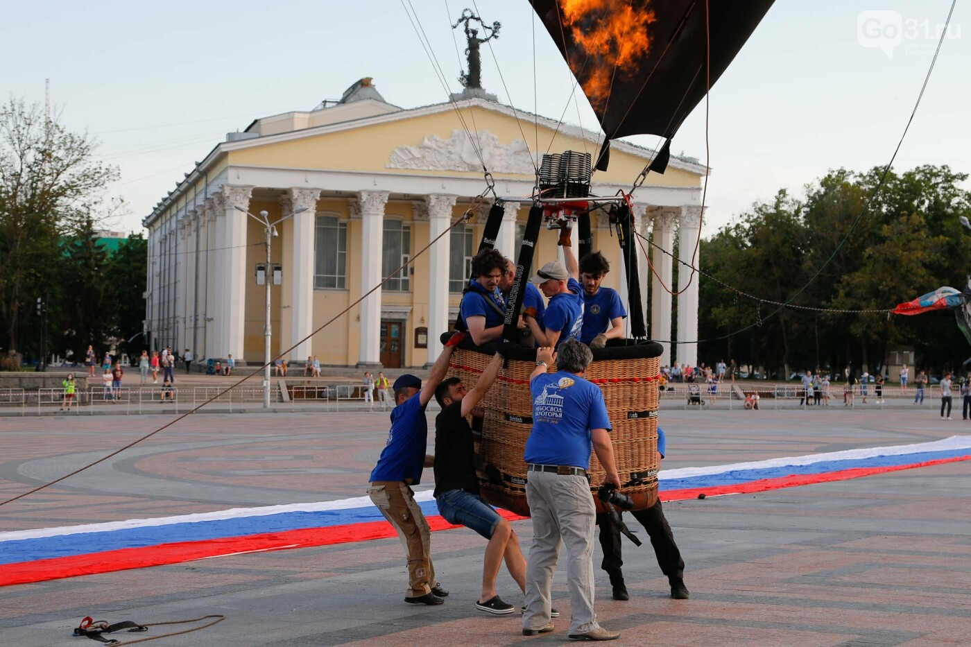 Над Белгородом пролетел аэростат с гигантским триколором, фото-20, Фото: Антон Вергун