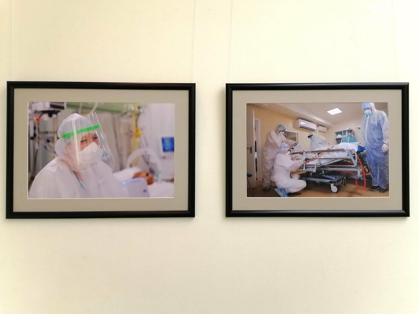 В Белгороде открылась фотовыставка, посвящённая медикам, фото-6