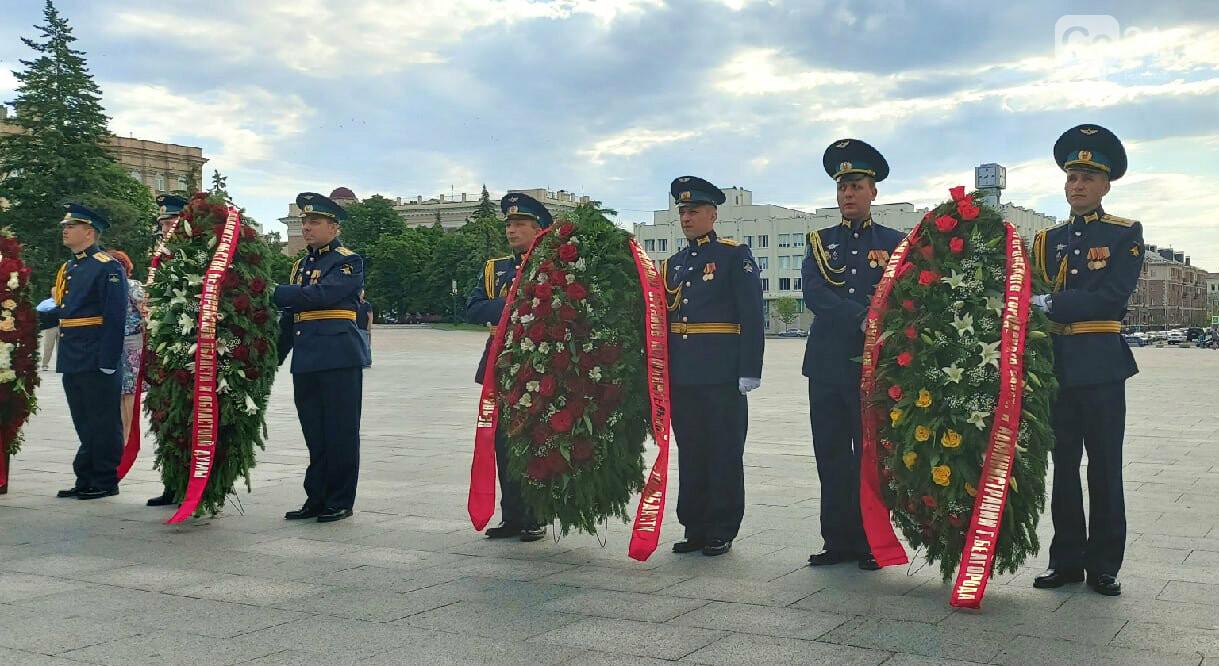 В Белгороде в День памяти и скорби возложили венки к Вечному огню, фото-5