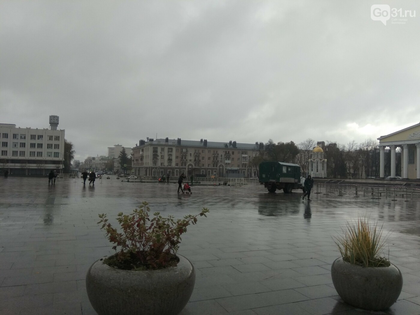 На Соборной площади Белгорода монтируют новогоднюю ёлку и  каток, фото-6