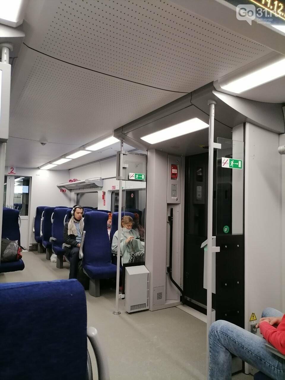 Пассажиры скоростного поезда сидят без света