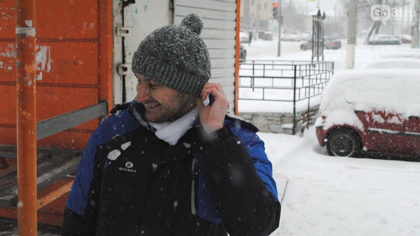 Встреча и разговор с женой по телефону, Фото: Сергей Кудрин