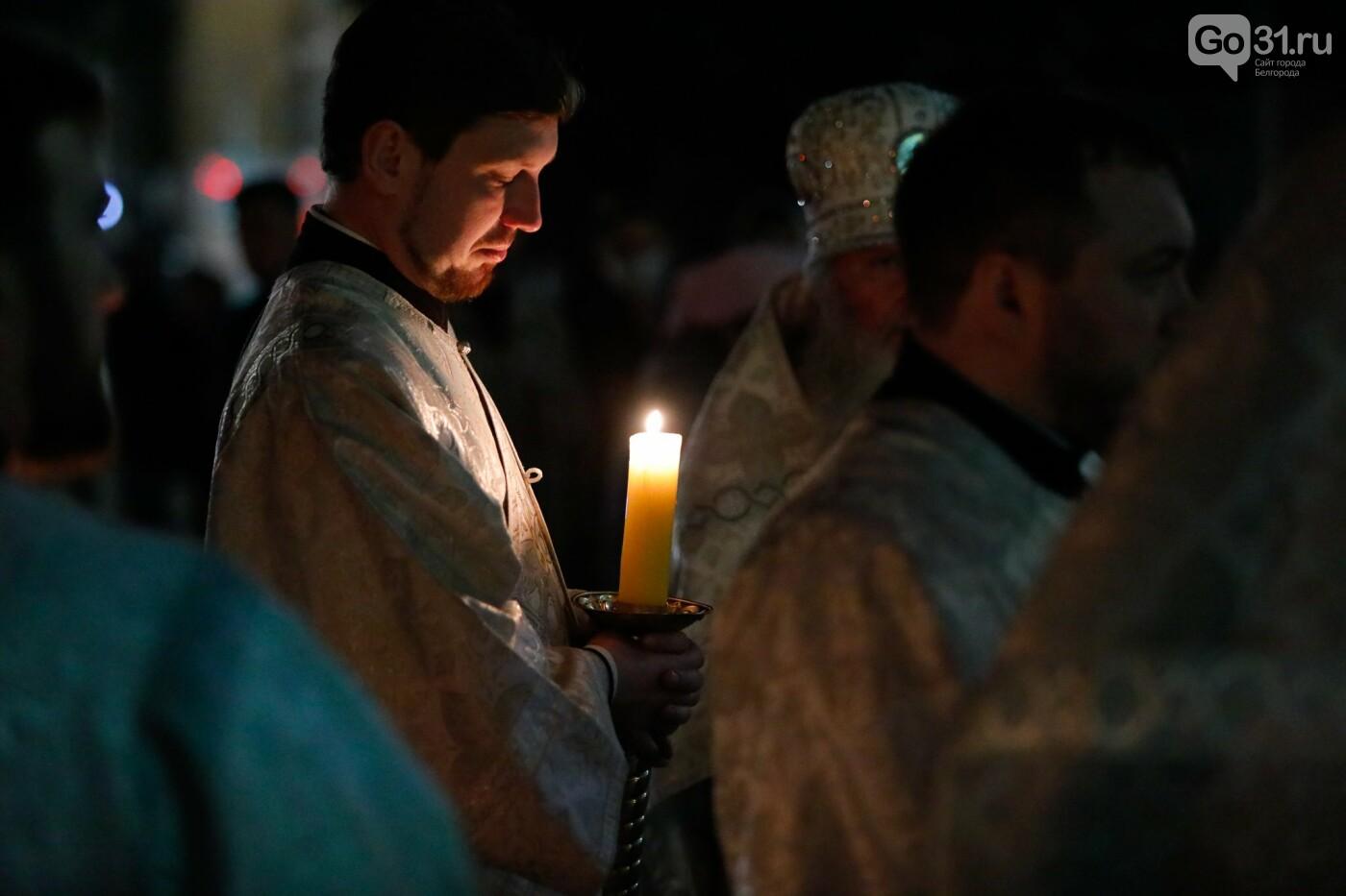 Пасхальное богослужение в Преображенском соборе Белгорода, Фото: Антон Вергун