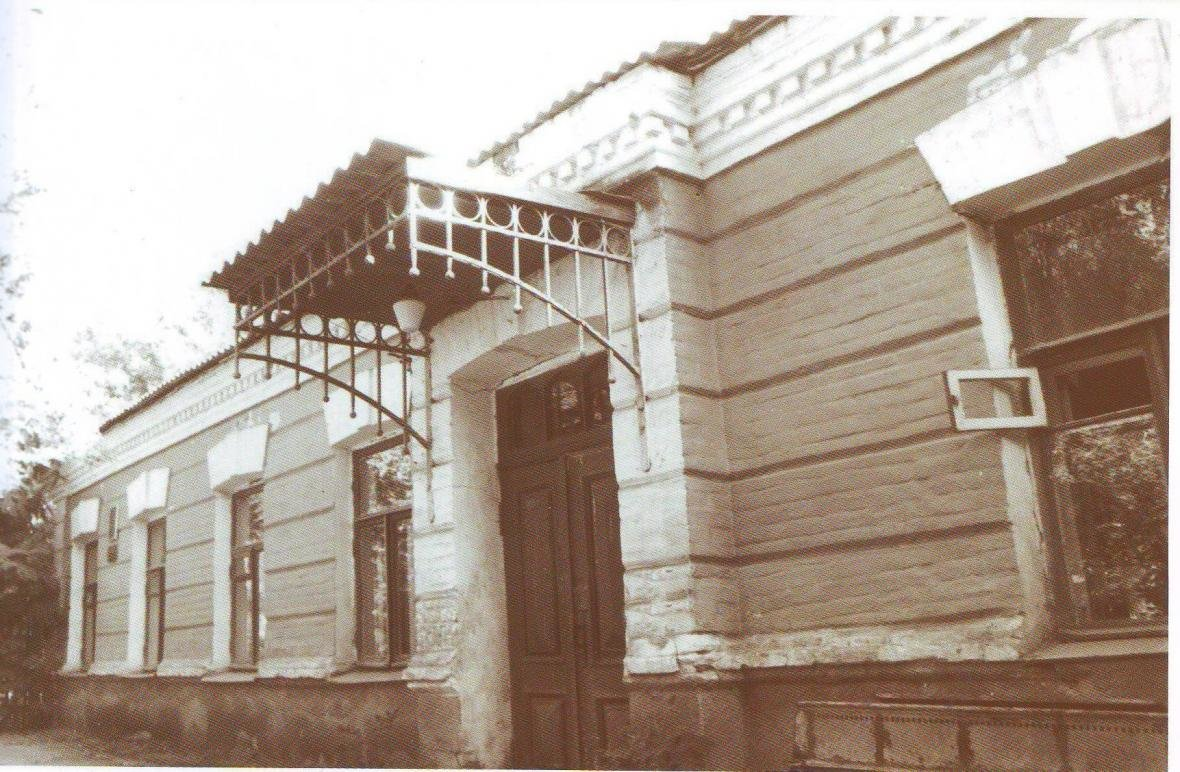 Здание бывшего флигеля Ребининой, 1980-е гг., фото из книги «Белгород, век XVI - век XXI»