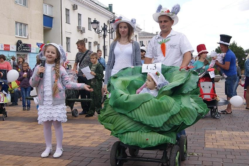 В День семьи, любви и верности в Белгороде прошёл парад детских колясок , фото-1