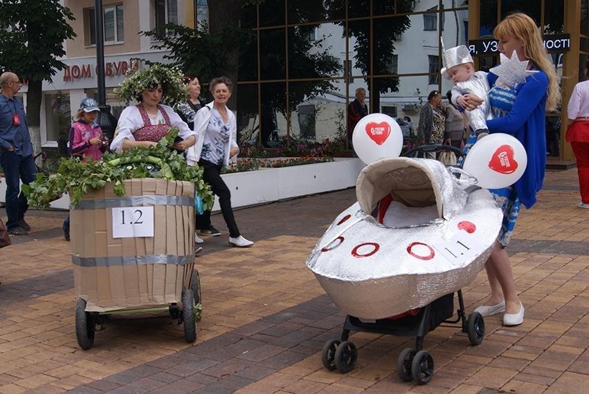 В День семьи, любви и верности в Белгороде прошёл парад детских колясок , фото-6