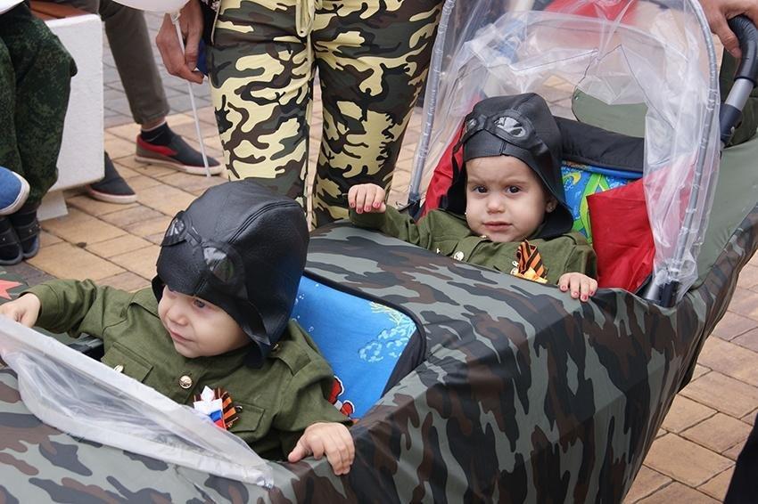 В День семьи, любви и верности в Белгороде прошёл парад детских колясок , фото-5