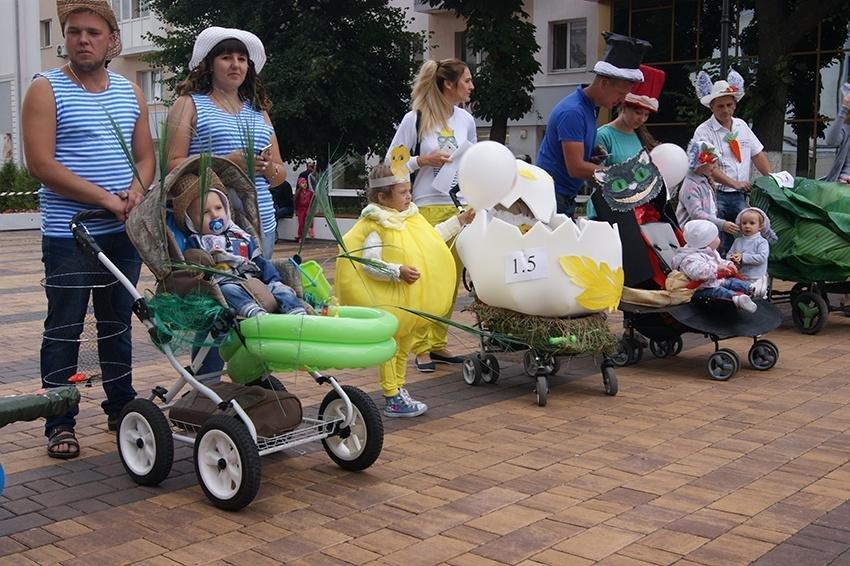 В День семьи, любви и верности в Белгороде прошёл парад детских колясок , фото-4