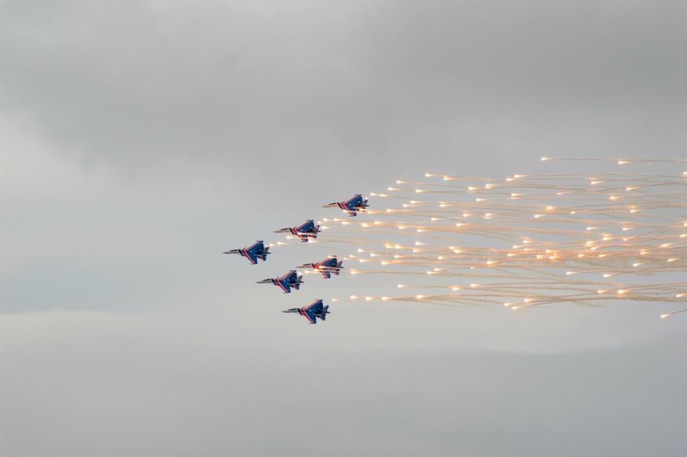 «Русские витязи» пролетели над Белгородом — фоторепортаж, фото-10