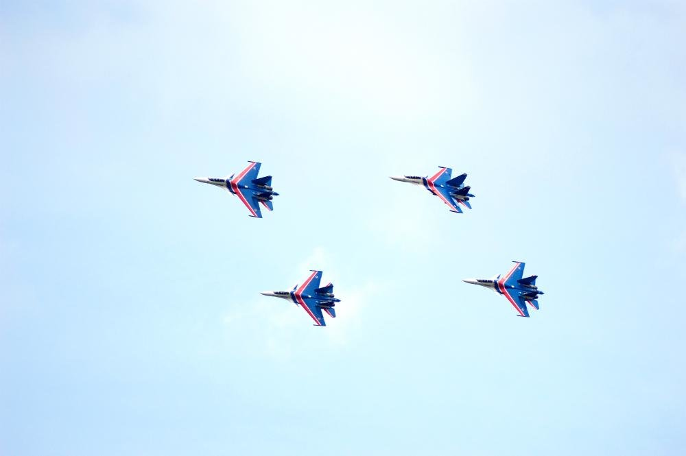 «Русские витязи» пролетели над Белгородом — фоторепортаж, фото-8