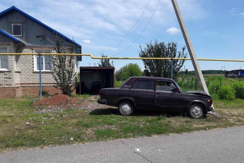 Водитель ВАЗа погиб, врезавшись в опору линий электропередач, фото-1