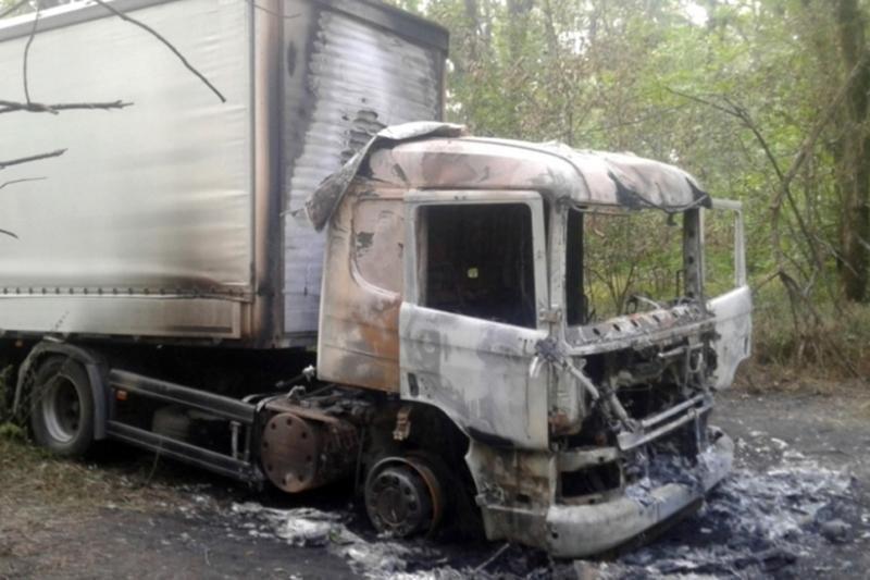 В Белгороде ночью сгорели две иномарки, фото-1