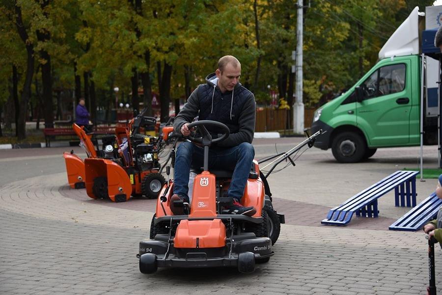 В Белгороде прошёл парад коммунальной техники, фото-6