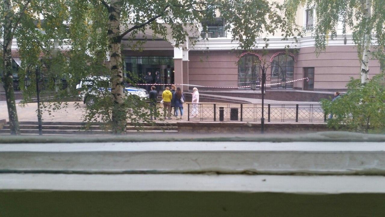 Вторая волна. В Белгороде снова оцепили несколько зданий из-за звонков о бомбе, фото-3