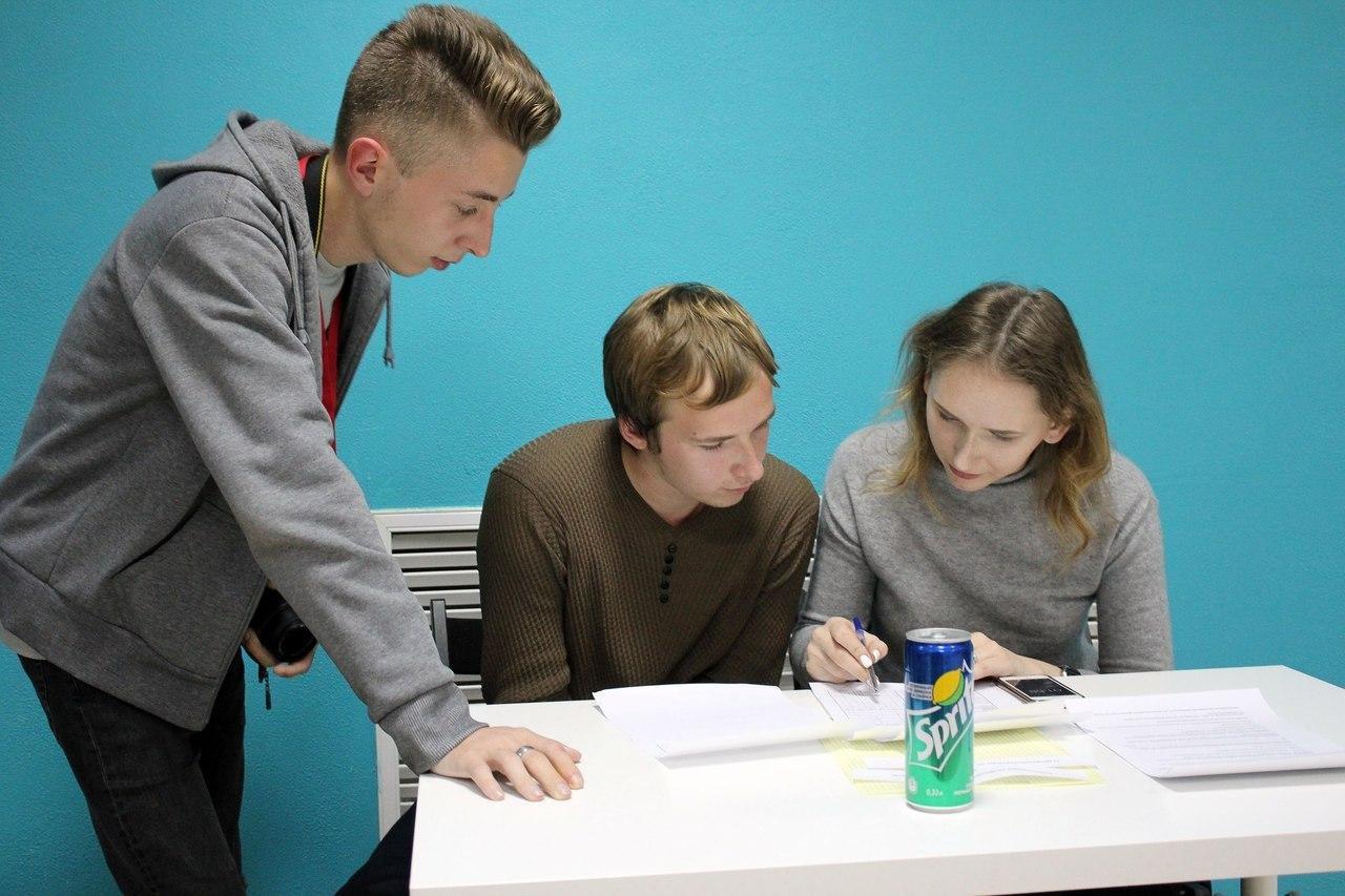 Оппозиция или наркотики? О чём спорили на дебатах волонтёры Навального, фото-3, Фото Юлии Тимофеенко