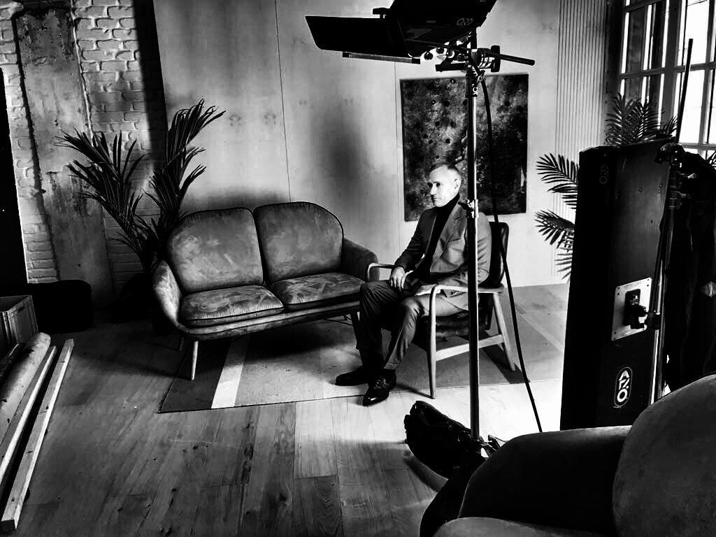 Бекстейдж с фотосессии, на фото Игорь Брудков