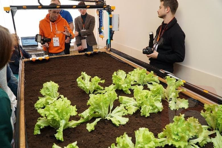 Белгородским студентам предложили модернизировать единственного в России агроробота, фото-1, Фото Евгения Грицкова, ИА «Бел.ру»