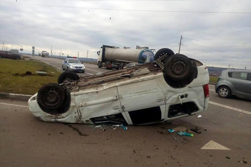 Лежавший на дороге пешеход погиб под колёсами «Фольксвагена», фото-1