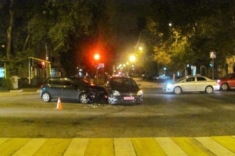 В Белгороде не разъехались автомобилистки на «Опелях», фото-1