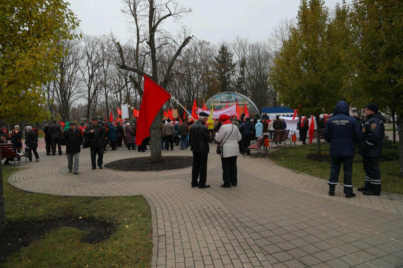 В парке Победы прошла демонстрация в честь 100-летия революции, фото-1