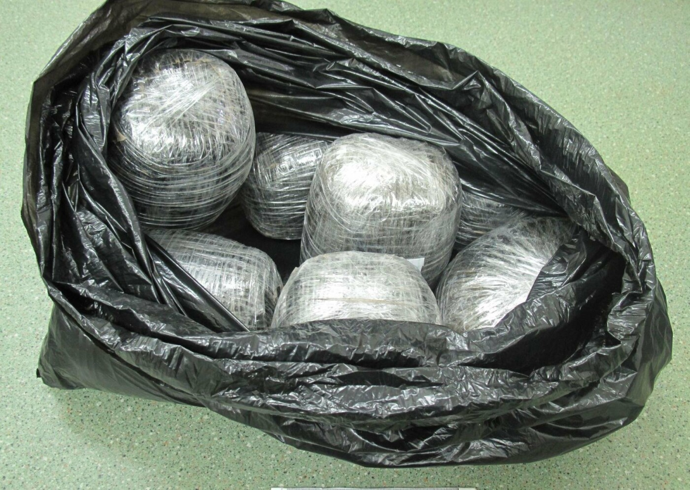 Белгородские таможенники накрыли канал контрабанды марихуаны, фото-1