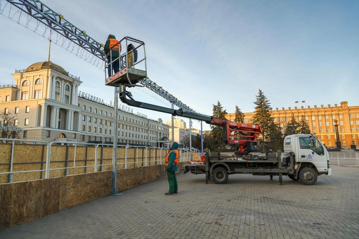 В соцсетях сообщили об установке ёлки на площади, но рабочие всё разобрали. Почему?, фото-15