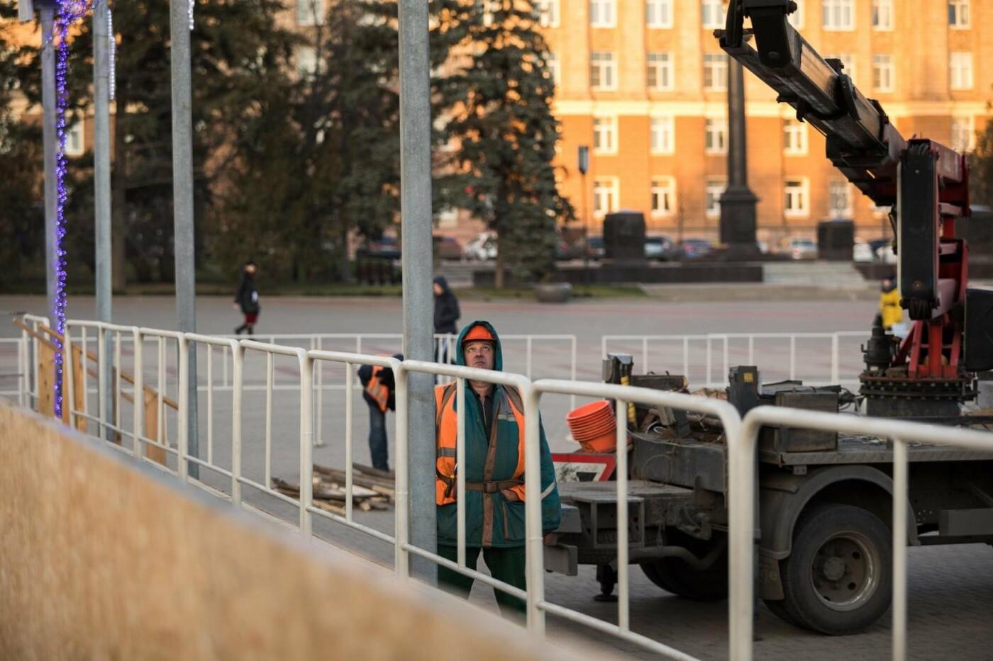 В соцсетях сообщили об установке ёлки на площади, но рабочие всё разобрали. Почему?, фото-8
