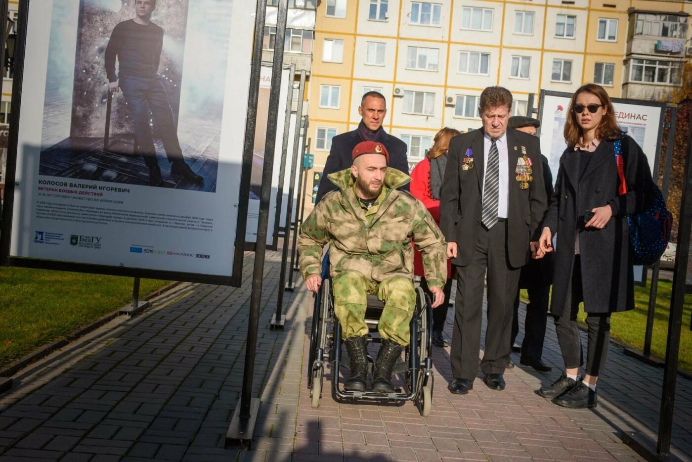 «Этот проект не о войне, а о жизни». В Белгороде открылась обновлённая фотовыставка «Герои России, какими их не видел никто», фото-14