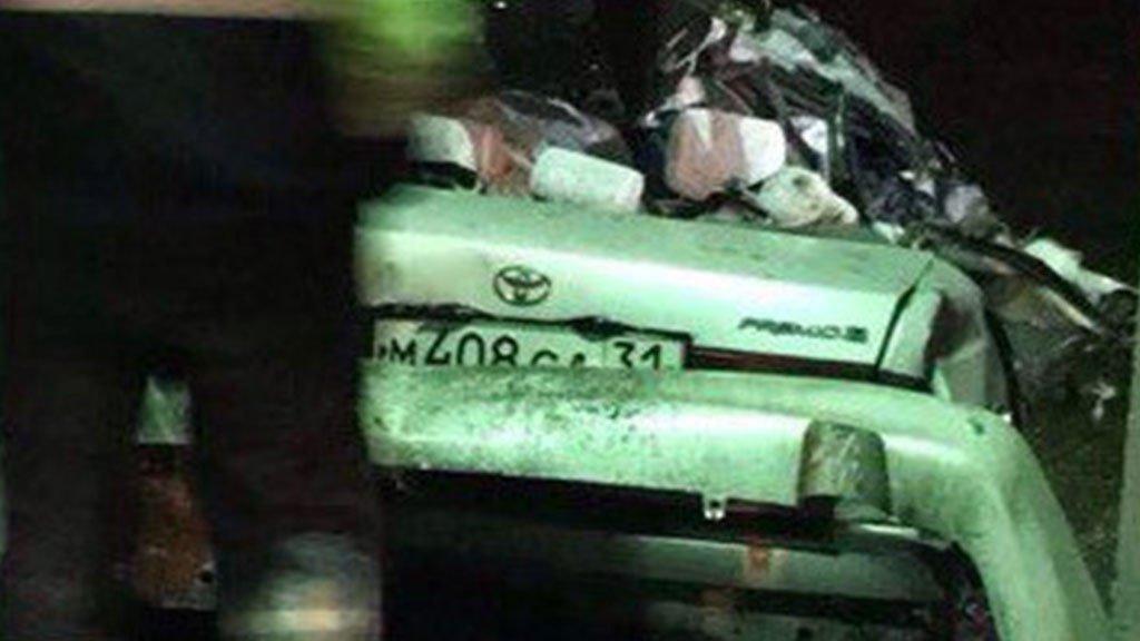 В Беломестном товарный поезд протаранил иномарку: двое погибли, двое в реанимации, фото-1