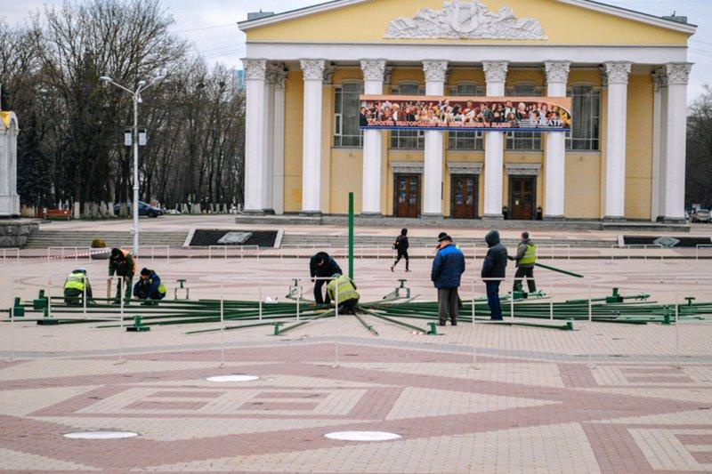 На Соборной площади устанавливают новогоднюю ёлку, фото-2