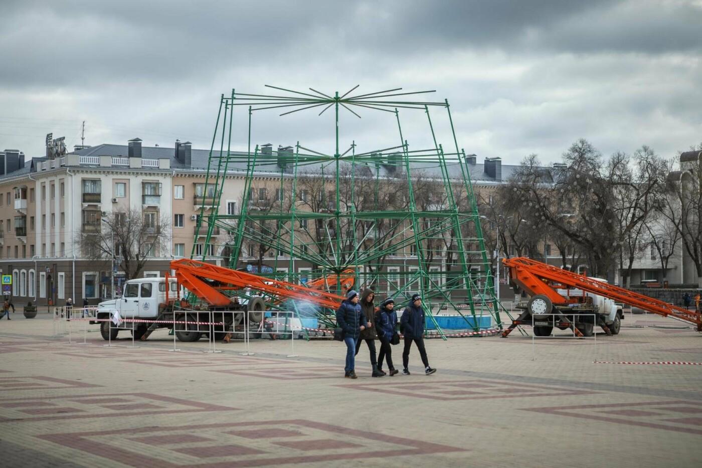 Соборную площадь продолжают готовить к Новому году (фото), фото-7