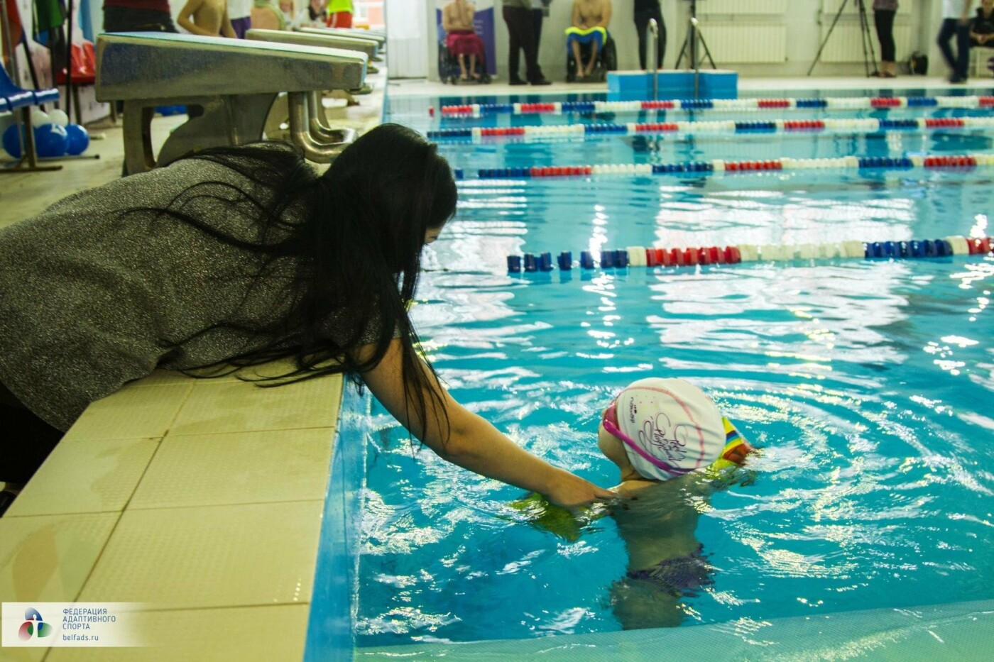 Предновогодний заплыв: члены Федерации адаптивного спорта провели соревнования по плаванию, фото-5