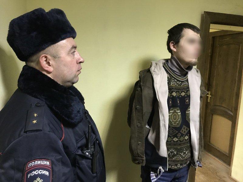 В Белгороде на рынке полицейские задержали братьев с арсеналом оружия, фото-3