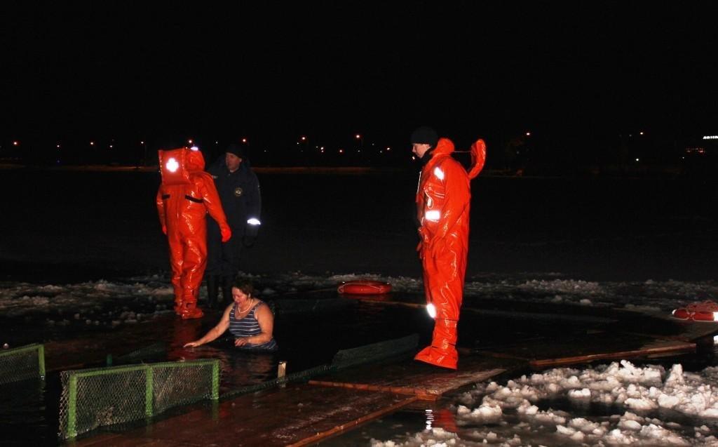 11 тысяч белгородцев окунулись в ледяную воду на Крещение , фото-3