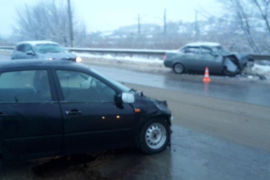 В Белгороде КамАЗ протаранил легковушку, фото-1