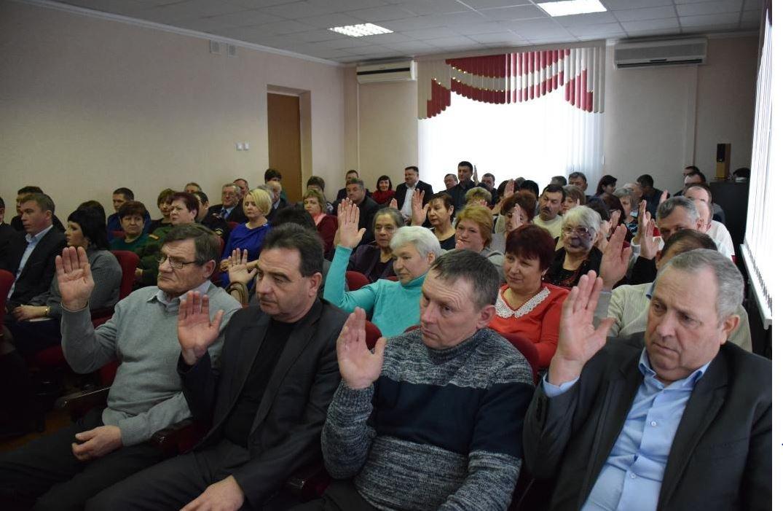 Красногвардейские депутаты выбрали главой района сына своего председателя , фото-3